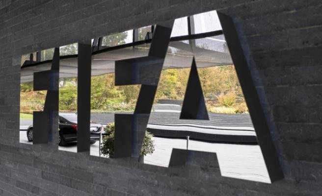 FIFA, 5 oyuncu değişiklik kararını uzattı