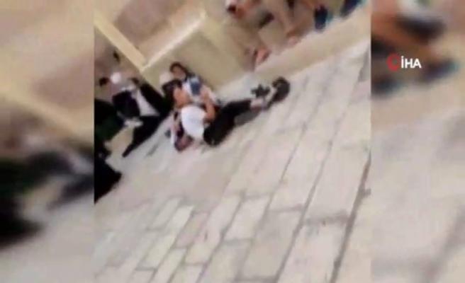 İsrail polisi Mescid-i Aksa'da 5 Filistinli genci gözaltına aldı