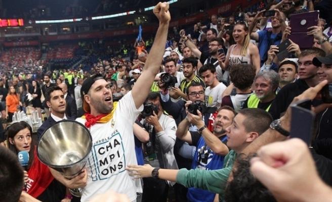 Real Madrid, 40 yaşındaki Felipe Reyes'in sözleşmesini uzattı