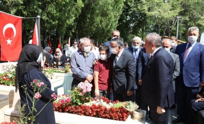TBMM Başkanı Şentop, 15 Temmuz Demokrasi Şehitliği'ni ziyaret etti