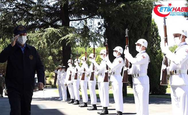 Akar ve komuta kademesi Oruç Reis'e refakat eden gemilerin komuta edildiği Donanma Komutanlığında