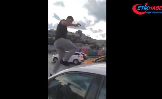 Alibeyköy'de trafikte tartıştığı kadın sürücüye saldırıp hakaret eden şüpheli tutuklandı
