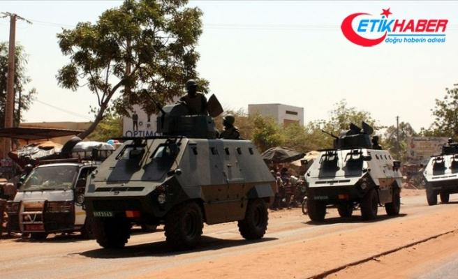 Askeri hareketliliğin yaşandığı Mali'de Meclis Başkanı ile Ekonomi ve Finans Bakanı alıkonuldu