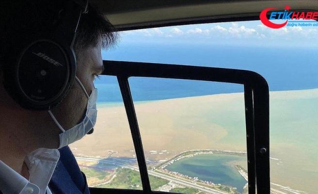 Çevre ve Şehircilik Bakanı Kurum, Giresun'da heyelanların yaşandığı bölgeleri havadan inceledi