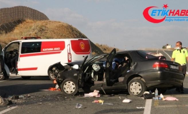 Erzincan'da feci kaza: 2 ölü, 4 yaralı