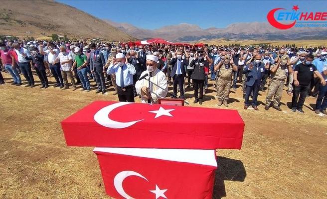 Giresun'daki selde şehit olan Uzman Çavuş Aykut Variyenli son yolculuğuna uğurlandı