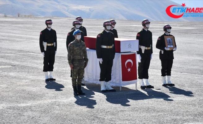Hakkari'de görev yaptığı mevzide düşerek şehit olan asker için tören