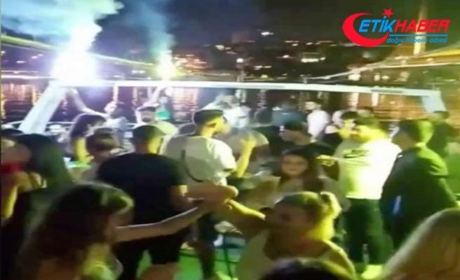 """İstanbul Boğazı'nda salgına rağmen """"korona virüs partileri"""" kamerada"""