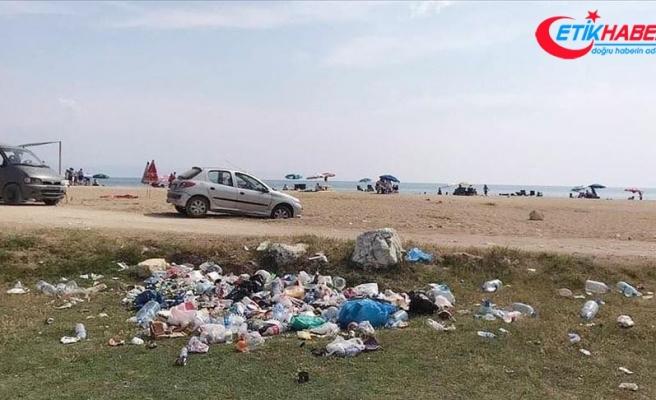 İtalyan Koyu'nda 'düşüncesiz tatilcinin' çöpleri doğal güzelliği bozuyor