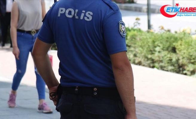Kadıköy'de Kovid-19 denetimleri sırasında bir kadını gözaltına almaya çalışan polisler görevden uzaklaştırıldı