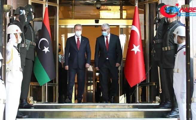 Milli Savunma Bakanı Akar, Libya İçişleri Bakanı Fethi Başağa ile görüştü