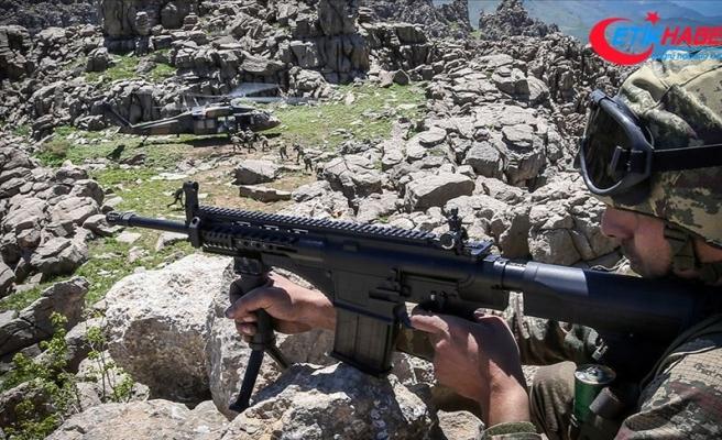 MSB: Zeytin Dalı bölgesinde 19, Barış Pınarı bölgesinde de 2 PKK/YPG'li terörist yakalandı