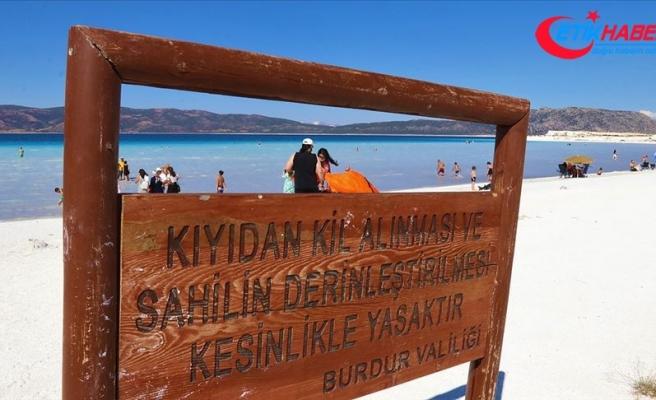Salda Gölü'nden kil alanlara 392 lira ceza uygulanıyor