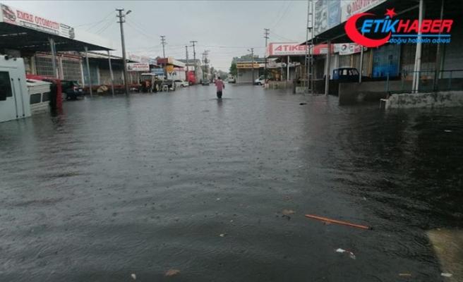 Samsun'da şiddetli yağış su baskınlarına yol açtı