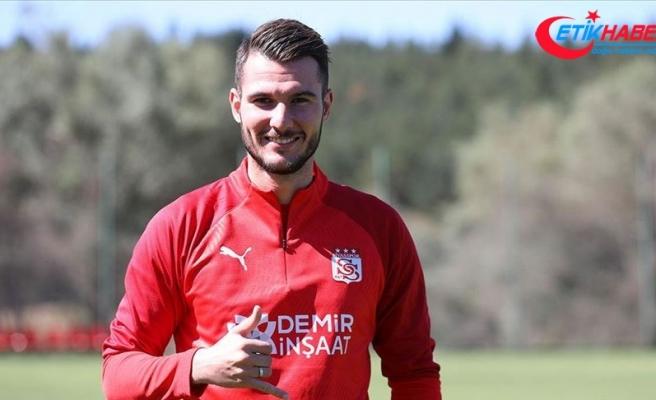 Sivasspor'un yeni transferi Robin Yalçın sağlık kontrolünden geçirildi