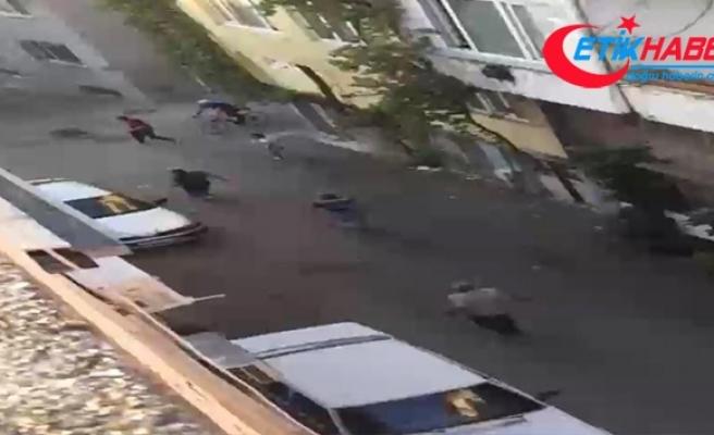 Sokakta top oynayan çocukları önce dövdü sonra bıçakla kovaladı