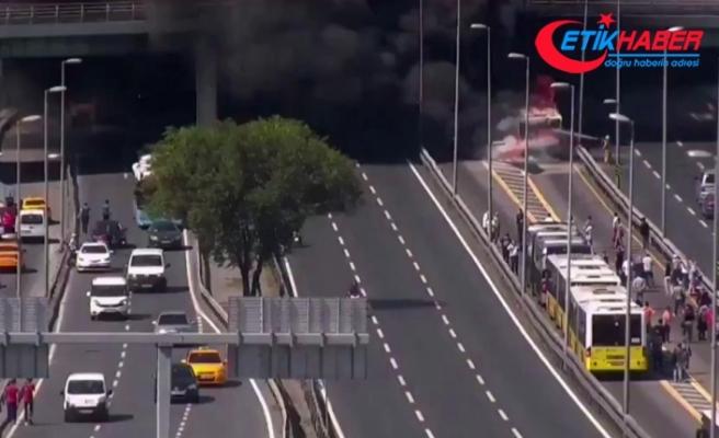 Zeytinburnu'da bir metrobüste yangın çıktı