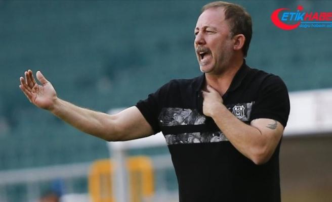 Beşiktaş Teknik Direktörü Yalçın: Camiamızdan ve taraftarlarımızdan özür diliyoruz