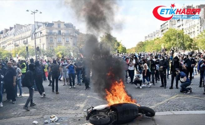 Fransa'da aylar sonra düzenlenen sarı yeleklilerin gösterilerinde olaylar çıktı