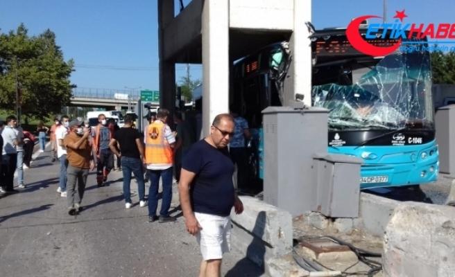 Kurtköy gişelere otobüs çarptı!