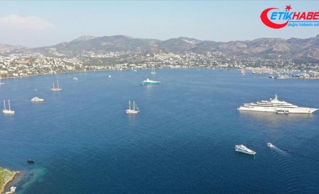 Mavi suların 'milyon dolarlık misafirleri' Bodrum koylarını mesken tuttu