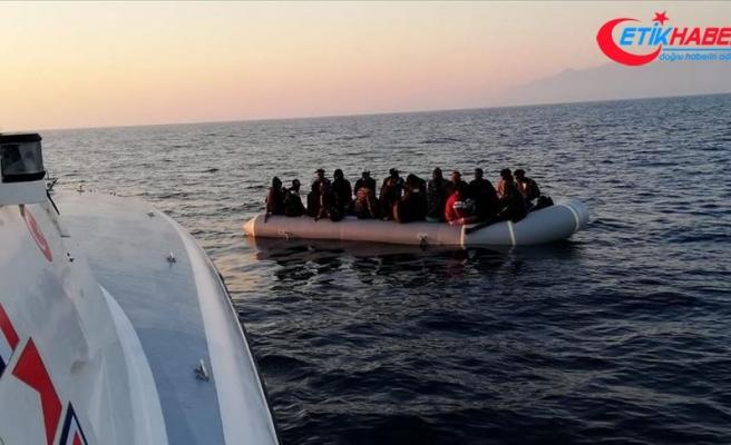 Muğla'da Türk kara sularına itilen yabancı uyruklu 11 kişi kurtarıldı