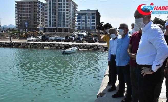 Ulaştırma Bakanı Karaismailoğlu'ndan Giresunlulara balıkçı barınağı müjdesi