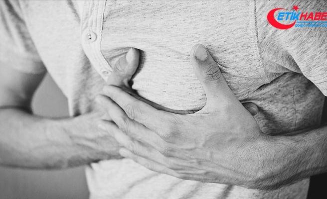 20 dakikadan uzun süren baskıcı göğüs ağrısına dikkat