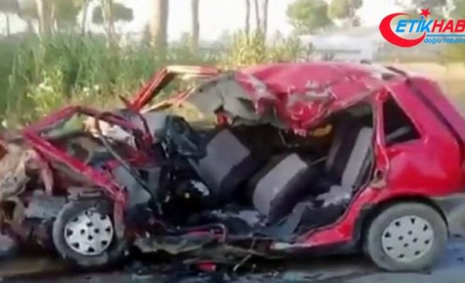 Antalya'da tur midibüsüyle otomobil çarpıştı: 1 ölü, 2 yaralı