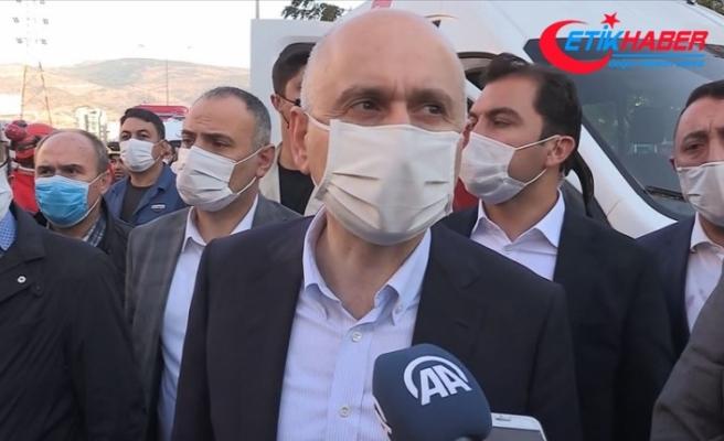 Bakan Karaismailoğlu, Yılmaz Erbek Apartmanı enkazında incelemelerde bulundu