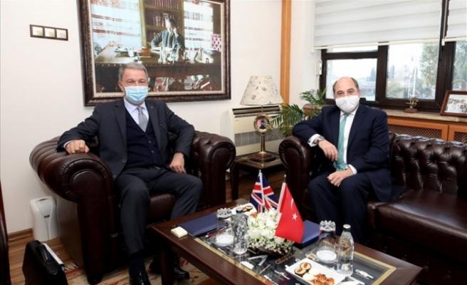 Bakan Akar, İngiliz mevkidaşı ile görüştü