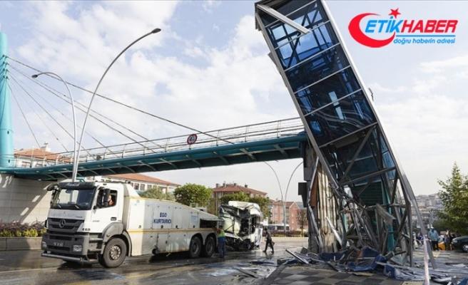 Başkentte belediye otobüsü yaya geçidine çarptı: 12 yaralı