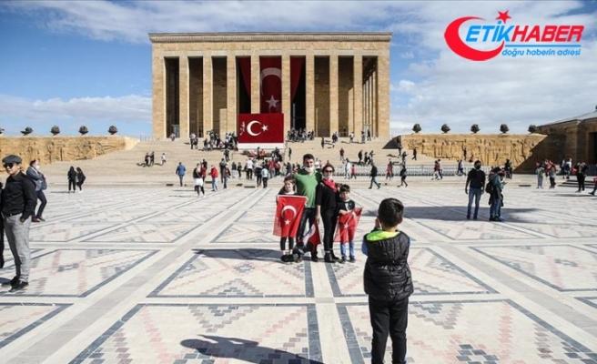 Binlerce vatandaş Cumhuriyet Bayramı coşkusunu Anıtkabir'de yaşadı