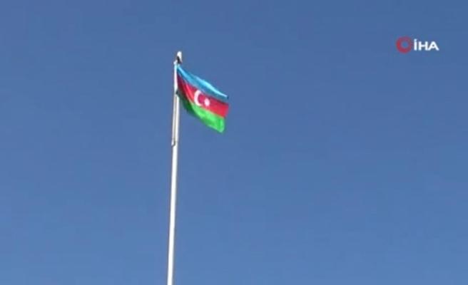 Ermenistan işgalinden kurtarılan Fuzuli kentine Azerbaycan bayrağı dikildi