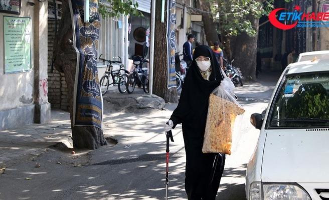İran Kovid-19'la mücadelede yeniden seyahat yasağı ve dükkan kapatma yoluna gitti