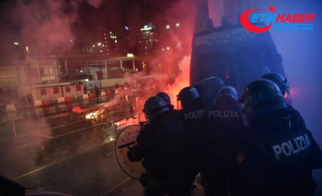 İtalya'da Covid-19 kısıtlamaları protesto edildi: 12 gözaltı