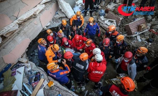 İzmir'deki depremde çöken Yılmaz Erbek Apartmanı enkazından 1 kişi kurtarıldı