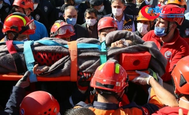 İzmir'deki depremde yıkılan Doğanlar Apartmanı enkazından anne ve 3 çocuğu çıkarıldı