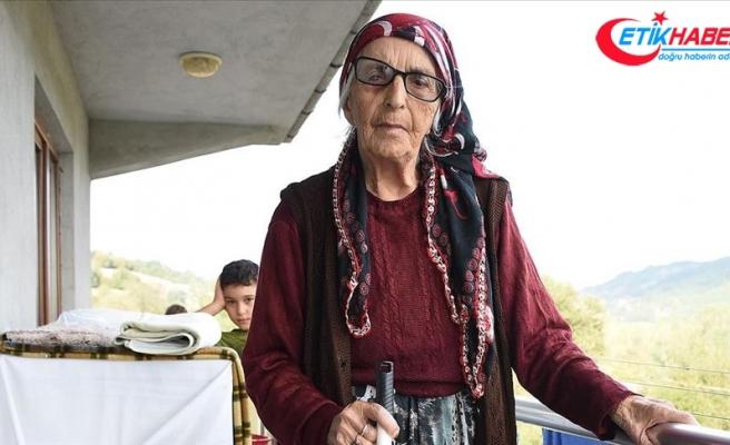 Kalp ve tansiyon hastası 95 yaşındaki Fatma nine Kovid-19'u yendi