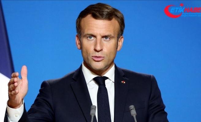 Macron'un İslam'ı hedef alması Fransa'da başörtü karşıtlarını harekete geçirdi