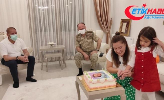 Şehit kızı küçük Eylül'e doğum günü sürprizi