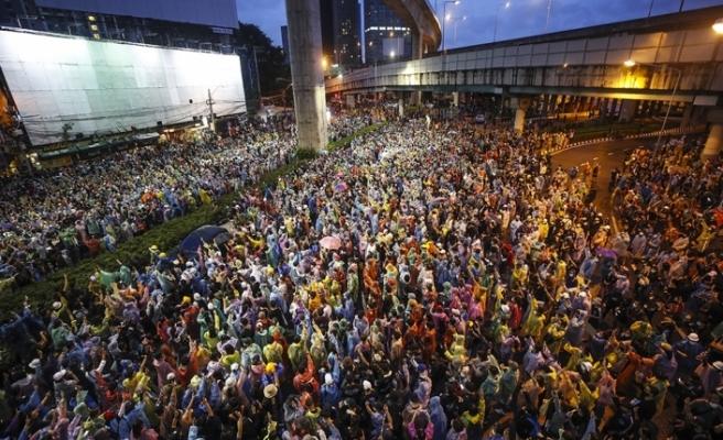 Tayland'daki monarşi ve hükümet karşıtı protestolar devam ediyor