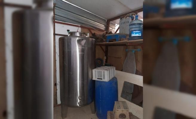 Tekirdağ'da tavuk çiftliğinde 1226 litre sahte içki ele geçirildi