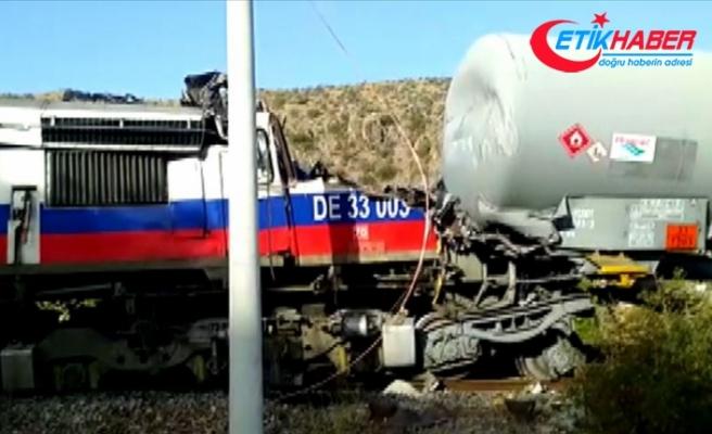 Yozgat'ta yük trenlerinin çarpışması sonucu makinistler yaralandı