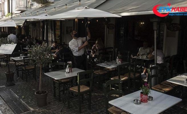 Yunanistan'da işletmeciler Kovid-19 tedbirleri nedeniyle işlerinin azalmasından dert yanıyor