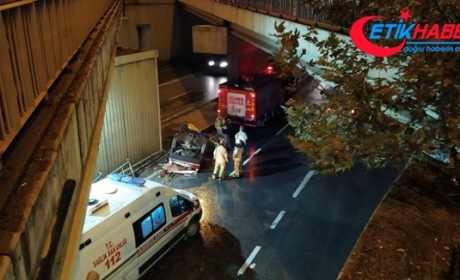 Avcılar'da otomobil köprüden uçtu: 1'i ağır 3 yaralı