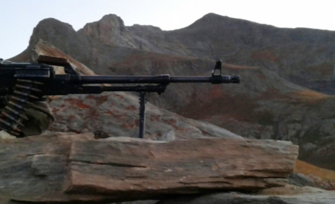 Azerbaycan, Ermenistan ordusuna ait iki mühimmat deposunu imha etti