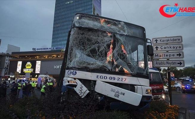 Başkentte iki otobüsün karıştığı trafik kazasında 17 kişi yaralandı