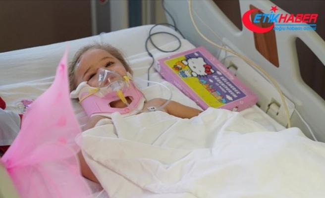 Depremden 65 saat sonra enkazdan çıkarılan Elif'ten hayata yeniden merhaba