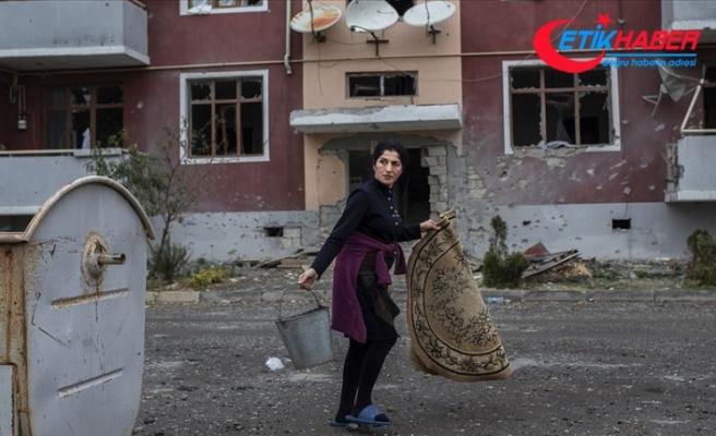 Ermenistan ordusunca yoğun ateş altında tutulan Terter'de yaşayanlar evlerini bırakmıyor